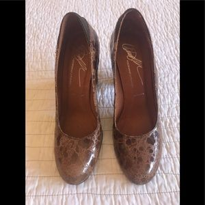 Donald J Pliner Brown Pumps